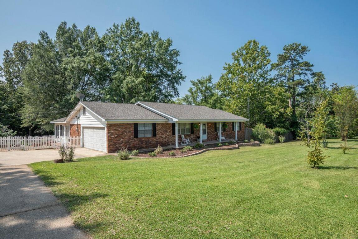102 Windsor Rd, Starkville, MS 39759