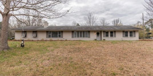 38 Valley St, Starkville, MS 39759