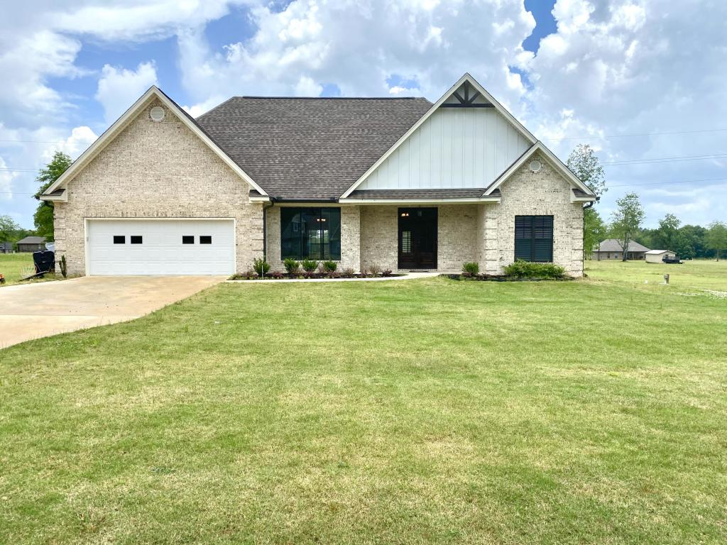 437 Carly Ln, Starkville, MS 39759